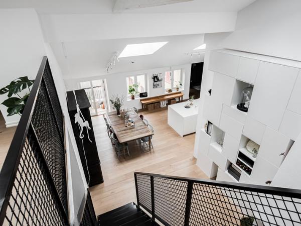 斯德哥尔摩优雅时尚的黑白顶楼公寓