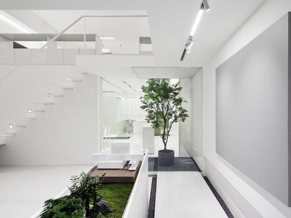 """创造一个坐落在城市里的""""白色花园"""",生态办公室改造"""
