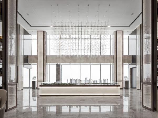携高瞻远瞩之势,奢阔尺度笔法下的现代办公空间
