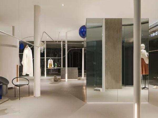 逛艺术展似的购物体验,商店的创新设计太重要