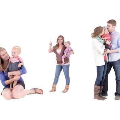 夫妻抱小孩